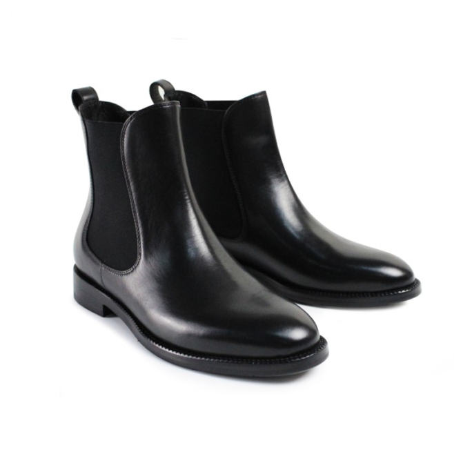 new york style chelsea boots that are leather